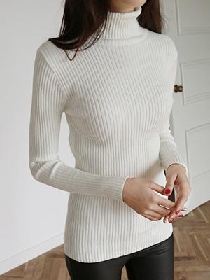鲜奶贴身高领针织衫