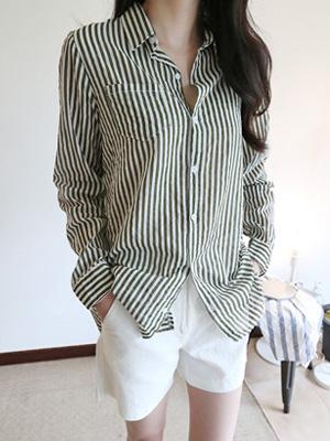 阳光明媚的条纹衬衫
