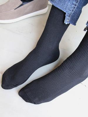 黑长款的袜子(2 + 1)