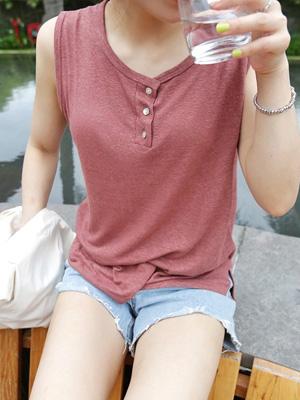 三钮扣袖子T恤衫