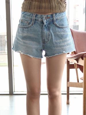 亮丽这个牛仔色短裤